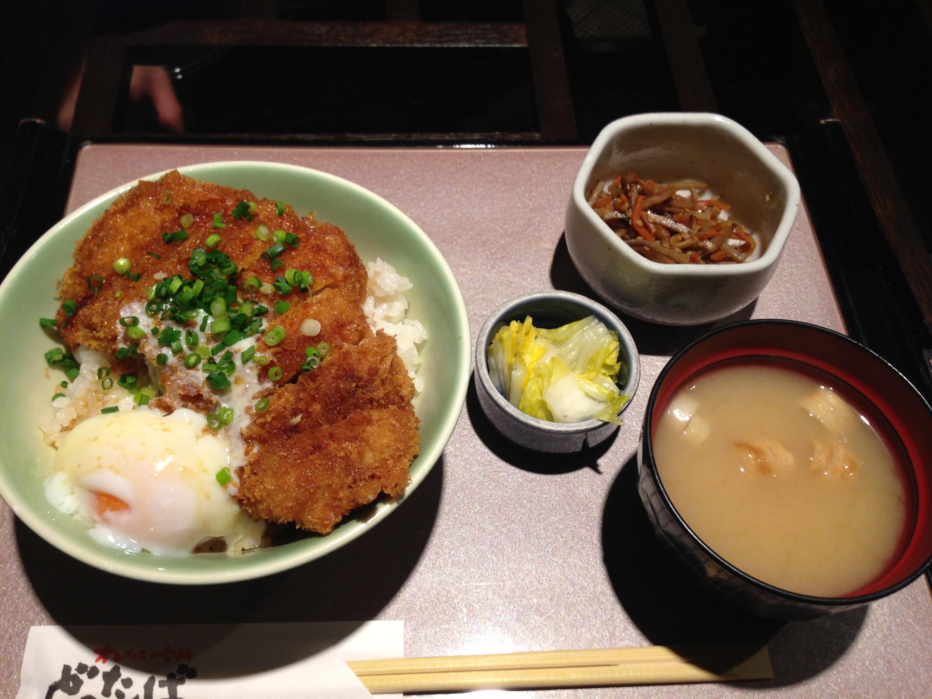 コスパ良し!神田西口商店街のおすすめランチ「どったんば」