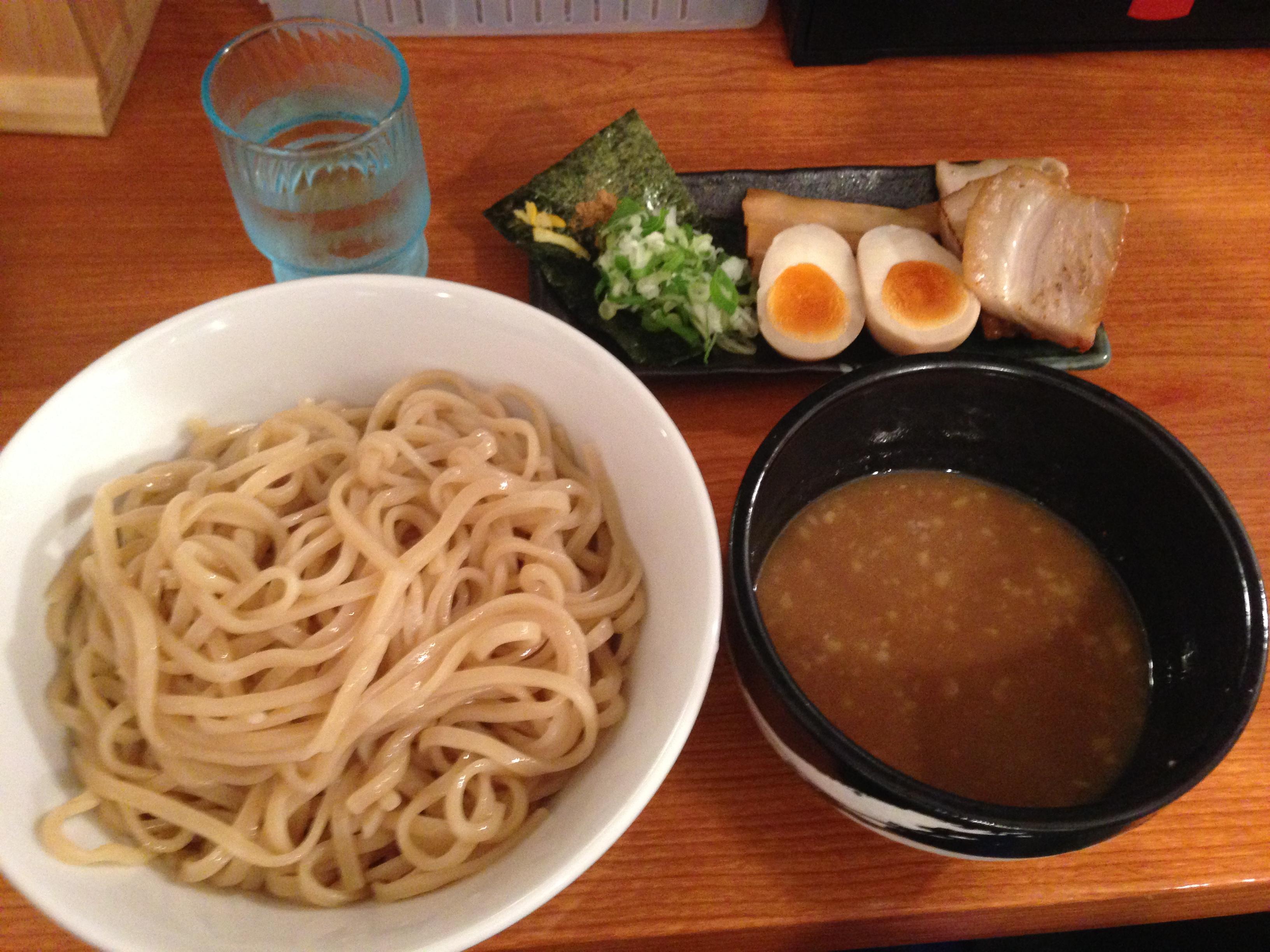 神田でラーメンなら!お腹いっぱい!つけ麺らーめん春樹
